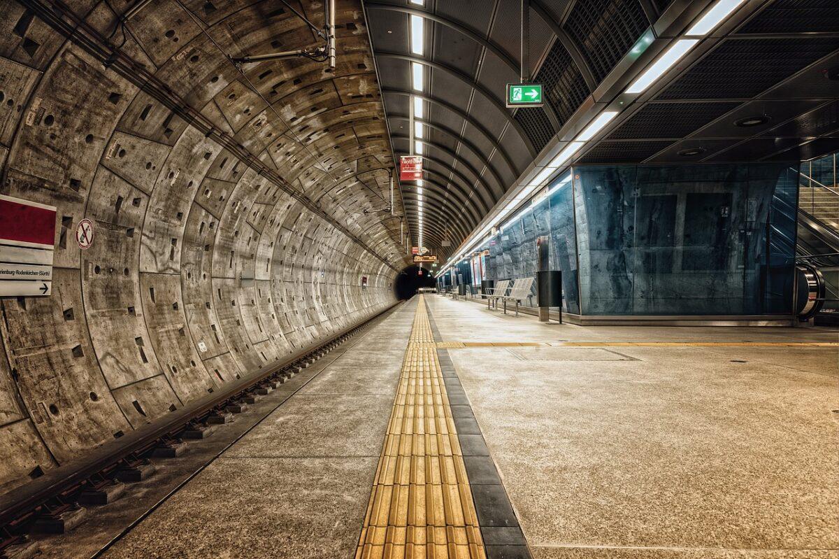 コンクリート トンネル
